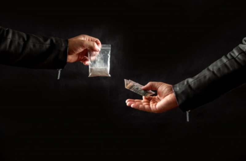 מה קובעת פקודת הסמים המסוכנים?