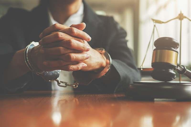 אתה צריך עורך דין פלילי מהסיבות הבאות