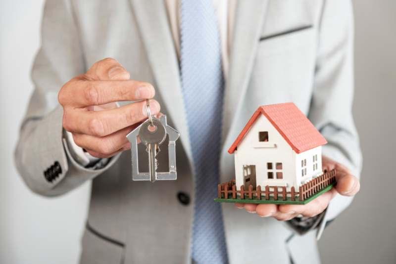 כיצד מנחה עורך דין מקרקעין צדדים השותפים לפירוק שיתוף במקרקעין?